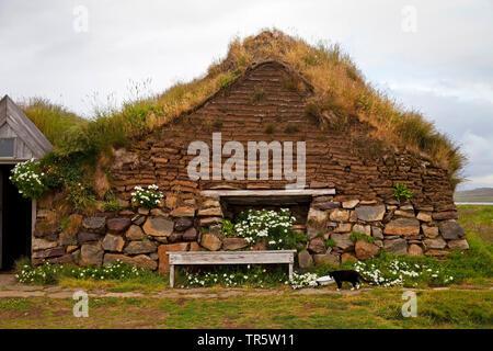 historisches Torfgehoeft in Saenautasel, Island, Joekulsdalheidi | historical peat farmhouse in Saenautasel, Iceland, Joekulsdalheidi | BLWS466173.jpg - Stock Photo