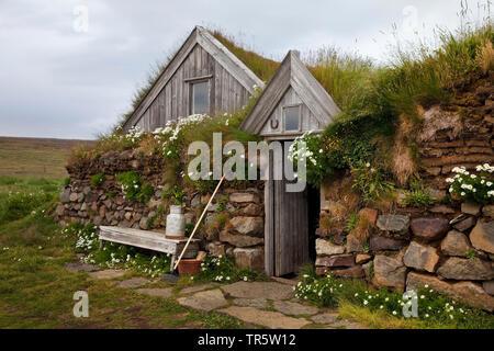 historisches Torfgehoeft in Saenautasel, Island, Joekulsdalheidi | historical peat farmhouse in Saenautasel, Iceland, Joekulsdalheidi | BLWS466174.jpg - Stock Photo