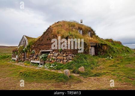 historisches Torfgehoeft in Saenautasel, Island, Joekulsdalheidi | historical peat farmhouse in Saenautasel, Iceland, Joekulsdalheidi | BLWS466175.jpg - Stock Photo