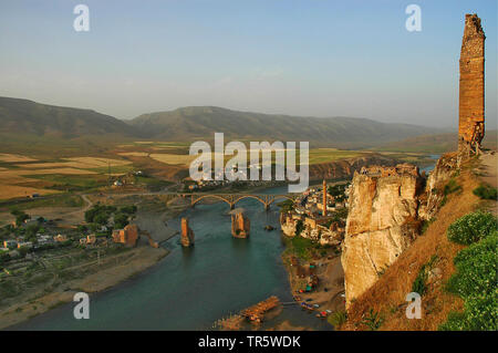 Hasankeyf at the River Tigris with destroyed bridge and minaret, city will be flooded by the planned Ilisu dam, Southeastern Anatolia Project, Turkey, Anatolia, Batman, Hasankeyf - Stock Photo