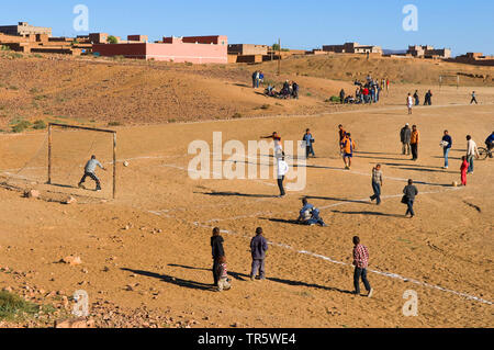 teenies playing soccer in the Berber village Taourirt, Morocco, Agdz, Taourirt - Stock Photo