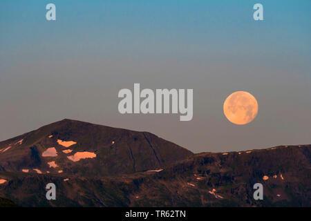 Vollmond ueber den Bergen, Norwegen, Troms, Tromsoe   full moon over the mountains, Norway, Troms, Tromsoe   BLWS471863.jpg [ (c) blickwinkel/H. Baese - Stock Photo