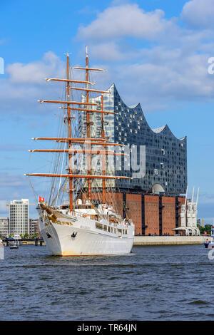 cruiser Sea Cloud II in port of Hamburg with Elbphilharmonie, Germany, Hamburg - Stock Photo