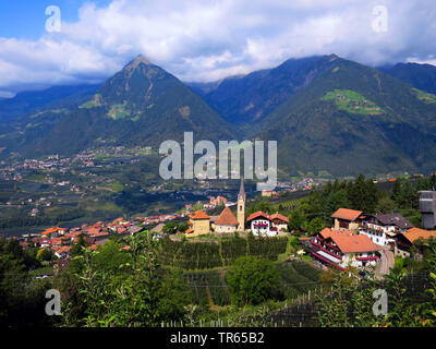 view from hiking path Schenner Waalweg to St Georgen and valley Passeiertal, Italy, South Tyrol, Meran - Stock Photo