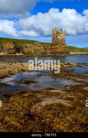 castle ruin of keiss castle at the coastline, United Kingdom, Scotland, Caithness - Stock Photo