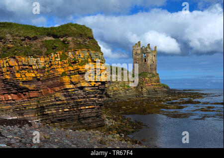 castle ruin of keiss castle at the coastline, United Kingdom, Scotland, Caithness - Stock Photo