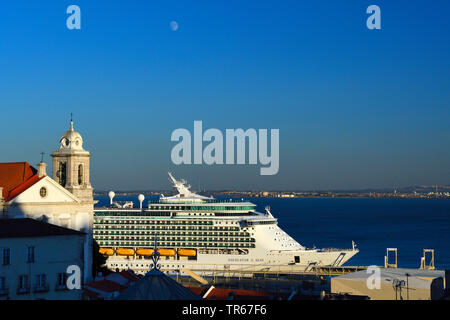 Kreuzfahrtschiff auf dem Tajo bei Lissabon, Portugal, Lissabon | cruise ship on the river tagus, Portugal, Lisbon | BLWS475855.jpg [ (c) blickwinkel/M - Stock Photo