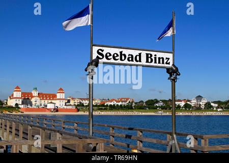 Binz Pier, Kurhaus Binz in background, Germany, Mecklenburg-Western Pomerania, Ruegen, Binz - Stock Photo