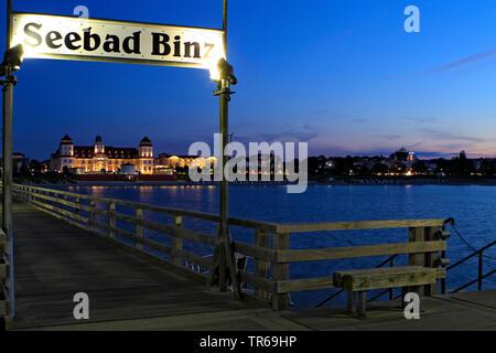 Binz Pier in the evening, Kurhaus Binz in background, Germany, Mecklenburg-Western Pomerania, Ruegen, Binz - Stock Photo