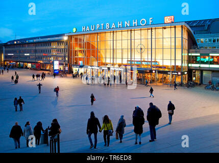 main station square in evening light, Germany, North Rhine-Westphalia, Rhineland, Cologne - Stock Photo