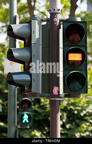 pedestrian light with yellow-phase, Germany, North Rhine-Westphalia, Duesseldorf - Stock Photo