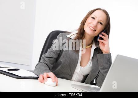 Geschaeftsfrau bei der Arbeit im Buero, telefoniert   business woman at office   BLWS486081.jpg [ (c) blickwinkel/McPHOTO/M. Begsteiger Tel. +49 (0)23 - Stock Photo