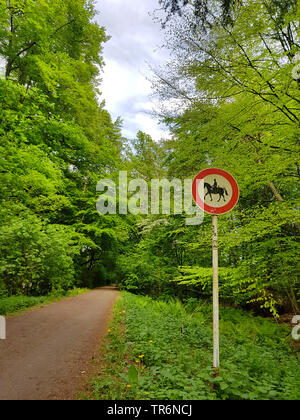 sign 'prohibition for riders' at a path, Germany, North Rhine-Westphalia, Ruhr Area, Witten - Stock Photo