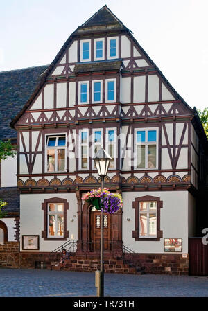 historisches Fachwerkhaus in der Altstadt, Deutschland, Nordrhein-Westfalen, Ostwestfalen, Hoexter | historical framework building in the old city, Ge - Stock Photo