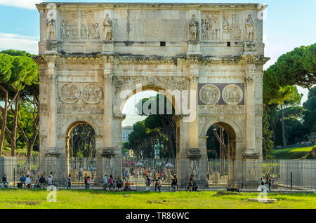 ROME, ITALY 04 OCTOBER 2018;Arch of Constantine in sunny day with lots of tousists,  Rome, Italy. - Stock Photo