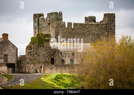 Northern Ireland, Co Down, Greencastle, 13th Century castle in farmyard on private land - Stock Photo