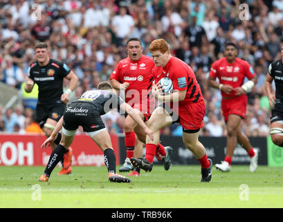 01.06.2019 Twickenham, England. Ralph Adams-Hale on the charge for Saracens during the Premiership Final 2019 game between Exeter Rugby and Saracens rfc.   © Phil Hutchinson/Alamy - Stock Photo
