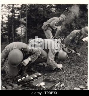 German Soldiers Mountain Troops fire a mortar in Norway 1940 - Stock Photo