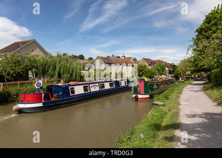 Canal boats on the Kennet and Avon Canal, Bradford on Avon, Wiltshire, England - Stock Photo
