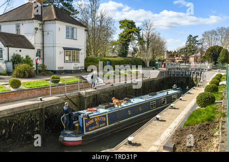 MARLOW, ENGLAND - MARCH 2019: Narrow boat in the lock on the River Thames in Marlow - Stock Photo