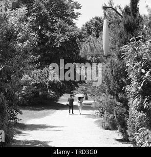 Seward Johnson sculpture garden in black and white - Stock Photo