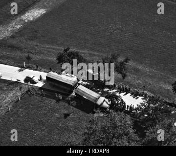 lorry accident on a country road in on a schollyard at Simbach/Inn, aerial photo from the year 1961, Germany, Bavaria, Niederbayern, Lower Bavaria, Simbach am Inn - Stock Photo