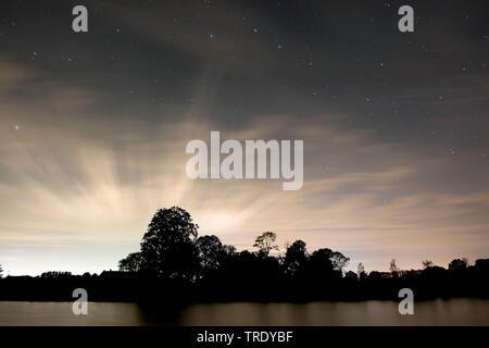 starry night with perseids and cirrus clouds, Netherlands, Overijssel, Twentekanaal Goor, Goor - Stock Photo