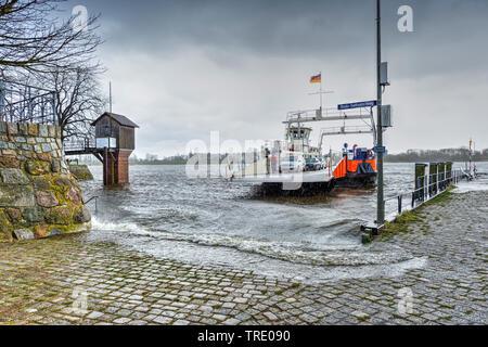storm tide at Elb ferry Zollenspieker-Hoopte in Kirchwerder, Germany, Vier- und Marschlande, Hamburg - Stock Photo