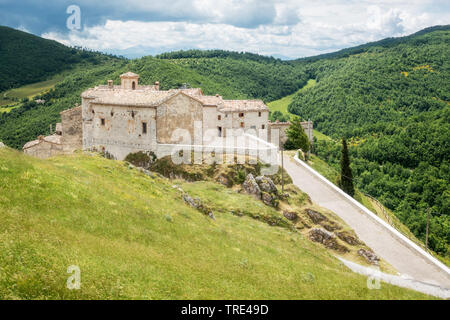 Looking over the historic mountain town of Elcito in the marche region of Italy, Italy, Marche - Stock Photo
