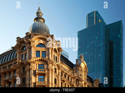 Architekturkontrast im Westend, Deutschland, Hessen, Frankfurt am Main | architectural contrast in the district Westend, Germany, Hesse, Frankfurt am - Stock Photo