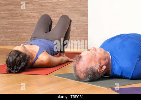 Frau und Mann machen Yoga-Uebungen, Europa | woman and man doing yoga, Europe | BLWS522578.jpg [ (c) blickwinkel/McPHOTO/M. Gann Tel. +49 (0)2302-2793 - Stock Photo