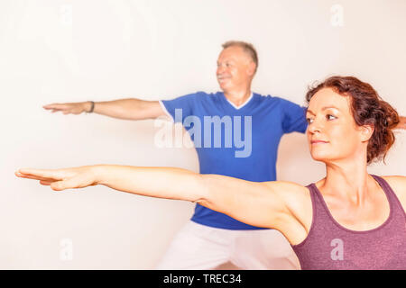 Frau und Mann machen Yoga-Uebungen, Krieger, Europa | woman and man doing yoga, warrior, Europe | BLWS522581.jpg [ (c) blickwinkel/McPHOTO/M. Gann Tel - Stock Photo