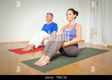 Frau und Mann machen Yoga-Uebungen, Europa | woman and man doing yoga, Europe | BLWS522588.jpg [ (c) blickwinkel/McPHOTO/M. Gann Tel. +49 (0)2302-2793 - Stock Photo