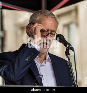 4 June ,2019.. London,UK.  Jeremy Corbyn, Leader of the Labour Party addresses the crowd on Whitehall. Tens of Thousands protest in Central London in a National demonstration against US President Donald Trumps State visit to the UK. Protesters rallied in Trafalgar Square before marching down Whitehall to Downing Street, where Trump was meeting UK Prime Minister Theresa May. David Rowe/Alamy Live News. - Stock Photo