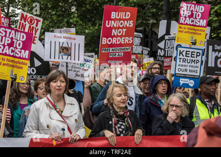 4 June ,2019.. London,UK. Frances O'Grady, General Secretary of the TUC, Kate Hudson, CND and Lindsey German, Stop the War Coalition at the head of the march. Tens of Thousands protest in Central London in a National demonstration against US President Donald Trumps State visit to the UK. Protesters rallied in Trafalgar Square before marching down Whitehall to Downing Street, where Trump was meeting UK Prime Minister Theresa May. David Rowe/Alamy Live News. - Stock Photo