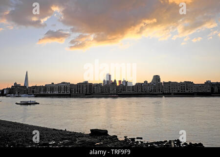 View across the River Thames from Rotherhithe in South London towards Wapping riverside apartments, wharf and  the City of London UK  KATHY DEWITT - Stock Photo