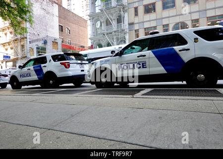Department of Homeland Security, Federal Protective service police vehicles parked on Broadway at Federal Plaza, New York, NY, USA. - Stock Photo