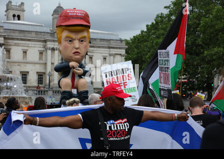 London, UK. 4th June 2019. Trump supporter with the flag of Israel on Trafalgar Square in front of a model of Donald Trump on the day protesters holding a day of protest in central London on Trafalgar Square, Whitehall and Parliament Square against the President of the USA, Donald Trump, visiting the UK. Credit: Joe Kuis / Alamy - Stock Photo