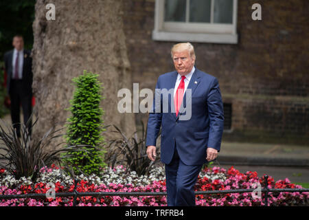 US President Donald Trump arrives at 10 Downing Street in London, UK, 4.6.2019. - Stock Photo