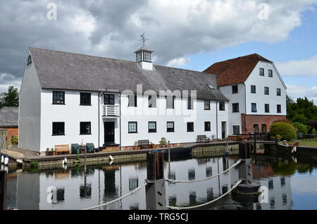 Hambleden Mill, a mill and river weir complex on the River Thames on the Buckinghamshire/Berkshire border near Henley. - Stock Photo