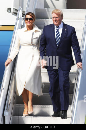 Shannon Airport, Ireland. 05th June, 2019. 5/6/2019. United States President of America Donald Trump Visits Ireland. Pictured is the President of the United States Mr Donald Trump and the First Lady Melania cominthe step of Airforce One while arriving at Shannon Airport, Ireland. Photo: Leah Farrell / RollingNews Credit: RollingNews.ie/Alamy Live News - Stock Photo