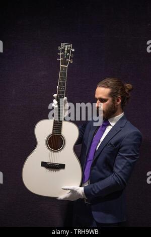 Bonhams, London, UK. 6th June 2019. Bonhams Entertainment Memorabilia sale preview. Eric Clapton, Martin 000-ECHF Bianca Acoustic guitar. Estimate: £25,000-28,000. Credit: Malcolm Park/Alamy Live News. - Stock Photo