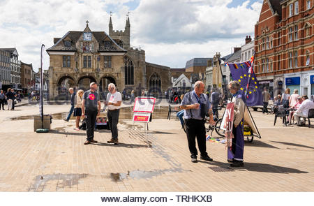 Peterborough, Cambridgeshire, UK, June 6th, 2019. Activists from the Renew Party and the Common Good Party, both of which suppport the UK remaining in the EU, campaign for the June 2019 Parliamentary by-election in Cathedral Square, Peterborough.  Credit: Michael David Murphy / Alamy Live News - Stock Photo
