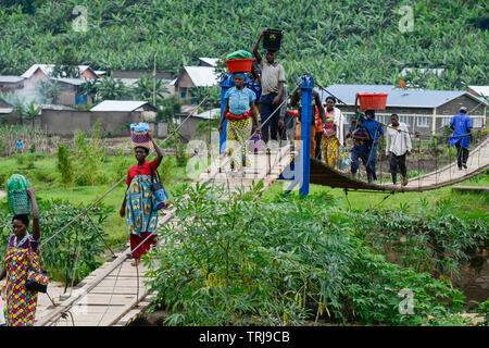 RWANDA, Ruhengeri, suspension bridge to cross a small river / RUANDA, Musanze, Ruhengeri, Haengebruecke in einem Dorf - Stock Photo