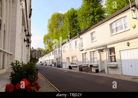 Elm Park Lane is a quiet part-cobbled mews between Elm Park Road and Beaufort Street in Chelsea, London SW3, England, UK - Stock Photo