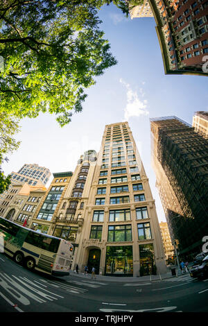 212 Fifth Avenue, center,  opposite Madison Square Park in the NoMad neighborhood of New York is seen on Tuesday, June 4, 2019. Jeff Bezos, the CEO of amazon, is reported to have bought the three-story penthouse and two apartments below it in a deal reported to be in the vicinity of $80 million. The purchase is the costliest condo buy south of 42nd Street and the second largest deal this year. (© Richard B. Levine) - Stock Photo