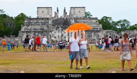 Templo de los Guerreros. Yacimiento Arqueológico Maya de Chichén Itzá. Estado de Yucatán, Península de Yucatán, México, América - Stock Photo