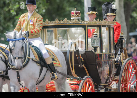 Her Majesty, Queen Elizabeth II, rides along The Mall in the Scottish State Coach. Trooping the Colour, The Queen's Birthday Parade - Stock Photo