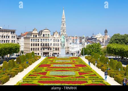 Brussels People wandering in the gardens of the Mont des Arts Kunstberg Brussels Belgium Eu Europe - Stock Photo