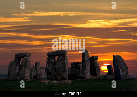 Stonehenge, Solstice,Sunrise,sun,beams,Neolithic, Stone, Circle, Stonehenge, Wiltshire, England, UK, - Stock Photo